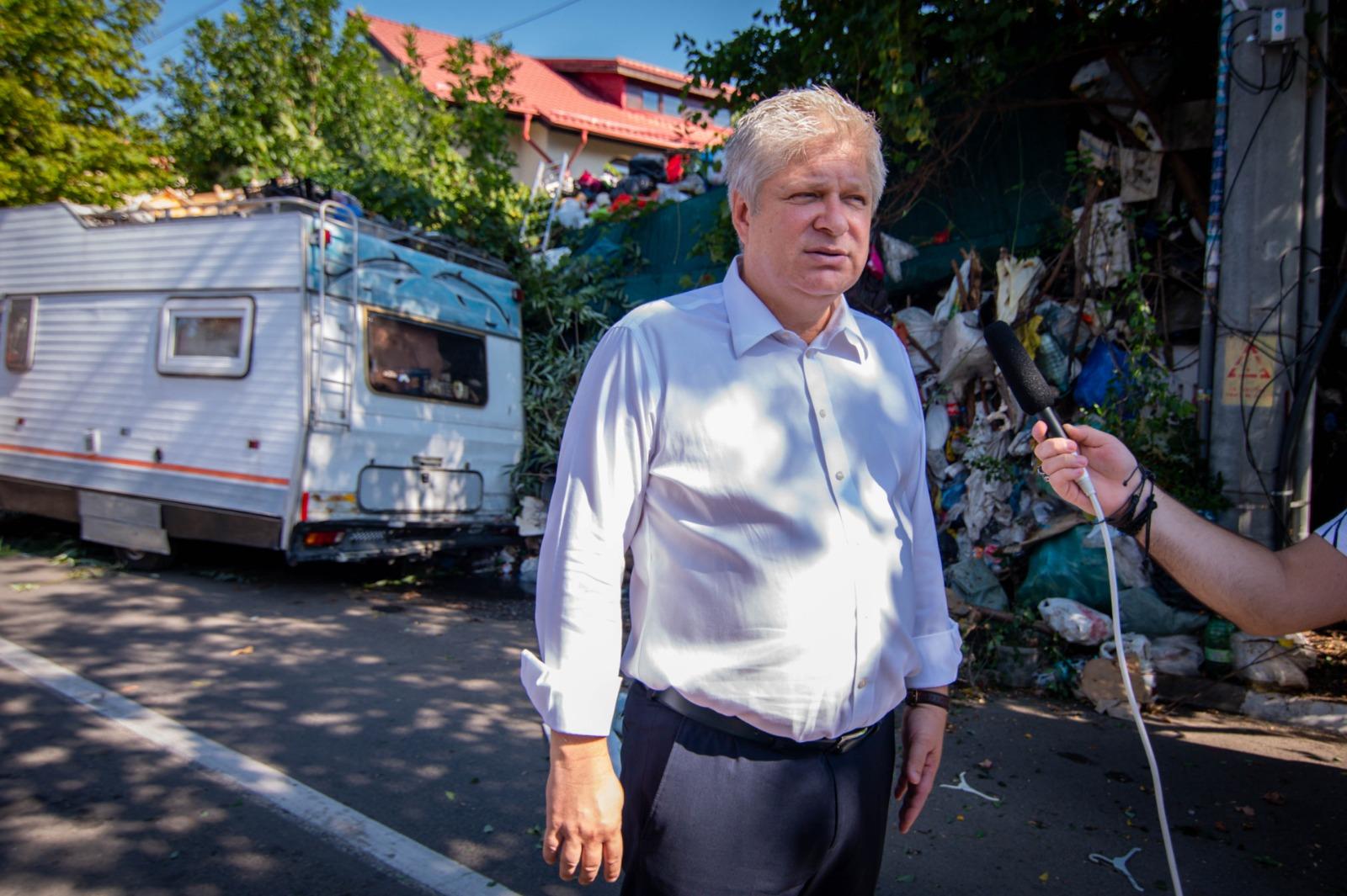 Cetățenii din cartierul Chitila scapă de focarul de infecție de pe strada Munteniei