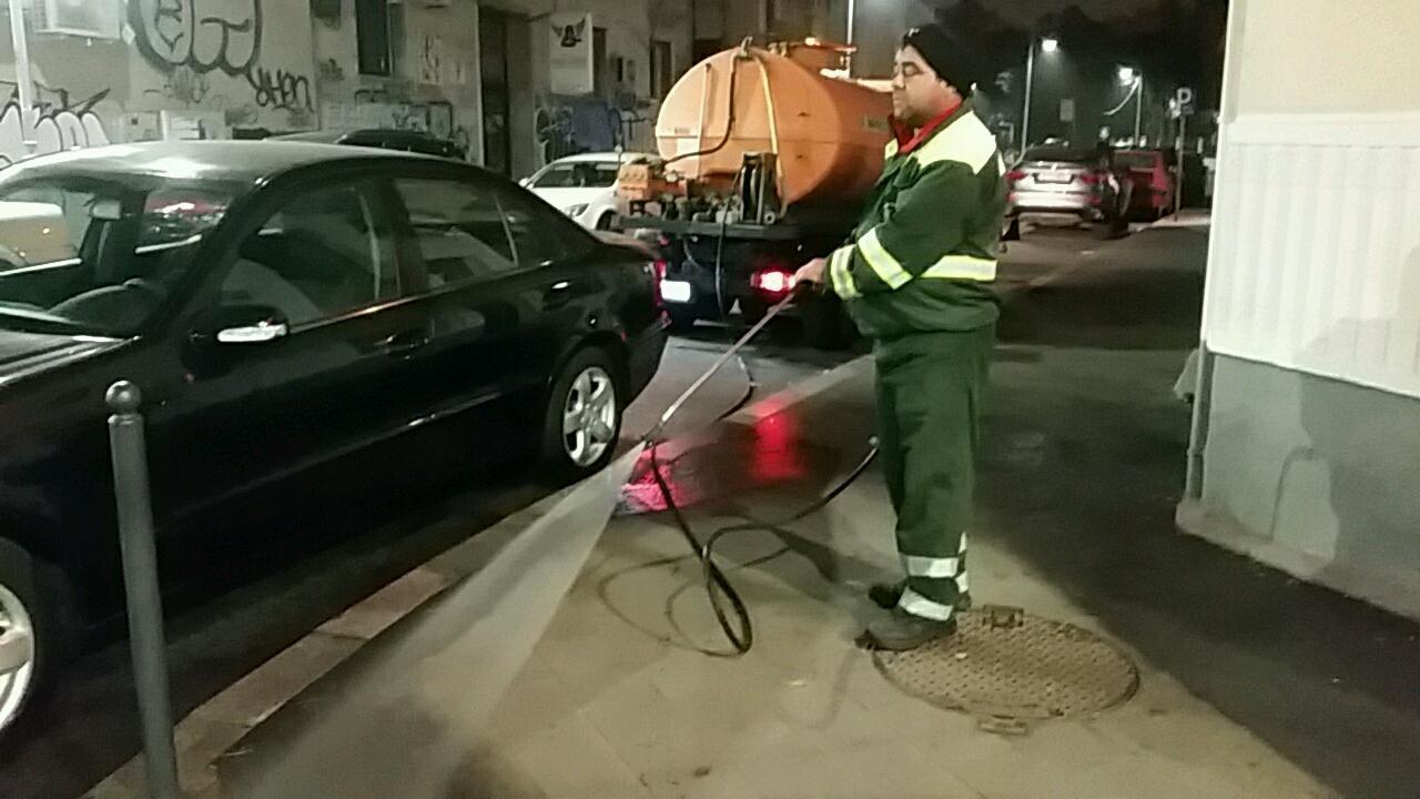 Reluăm, începând de astăzi, programul de spălare cu detergent a tuturor străzilor și trotuarelor din Sectorul 1